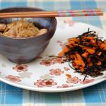 Pollo saltato con germogli ed insalata di alghe e carote… Japan Style!