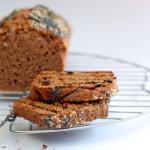 Quasi come un pane: cake integrale alla farina di castagne e semi