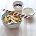Noodles al sesamo e gamberetti