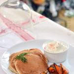 Un antipasto sfizioso per Capodanno: salmone marinato alla vaniglia e blini di grano saraceno