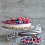 Cheesecake al cioccolato bianco e frutti di bosco (crudista)