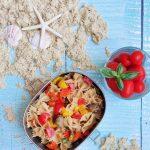 Insalata di pasta con peperoni arrostiti e lenticchie